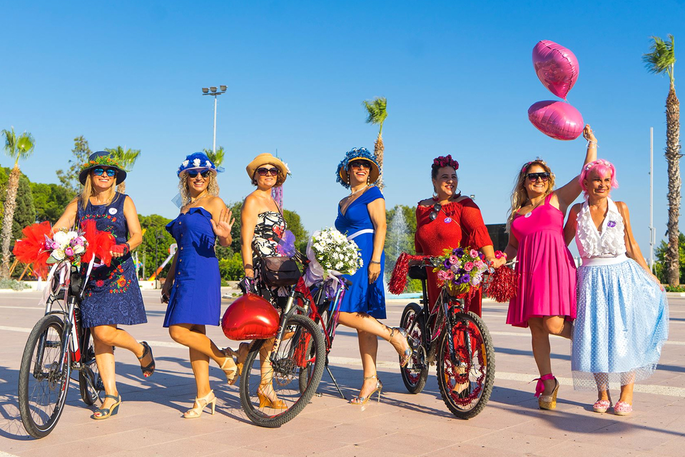 Antalya-suslu-kadinlar-bisiklet-turu