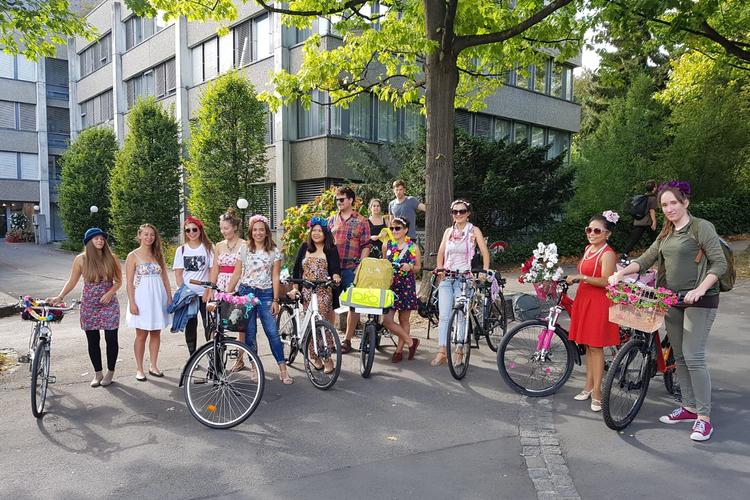 bern-FANCY-women-bike-ride