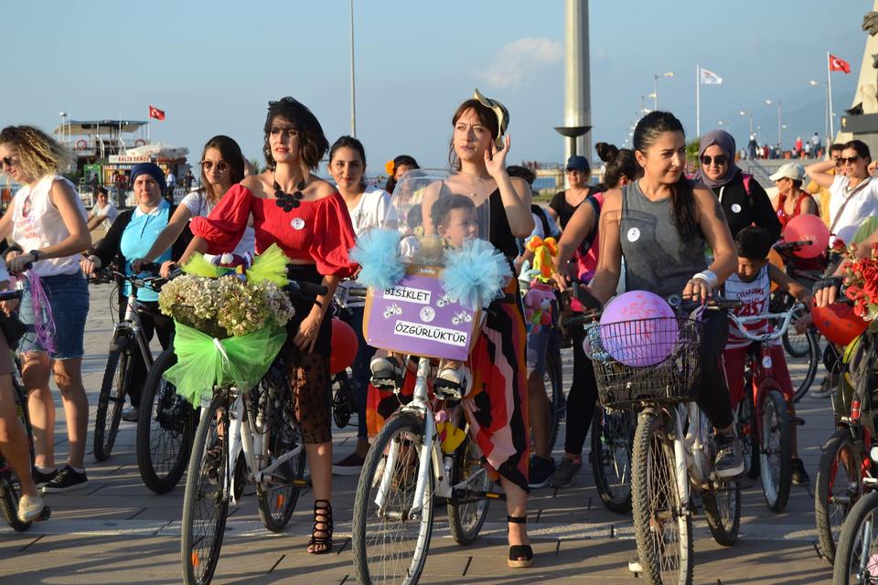 iskenderun-suslu-kadinlar-bisiklet-turu