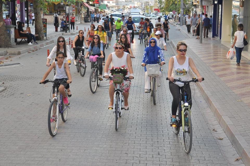kadirli-suslu-kadinlar-bisiklet-turu