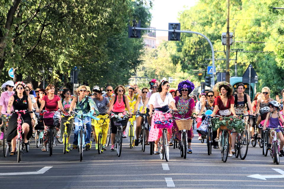 milano-fancy-women-bike-ride