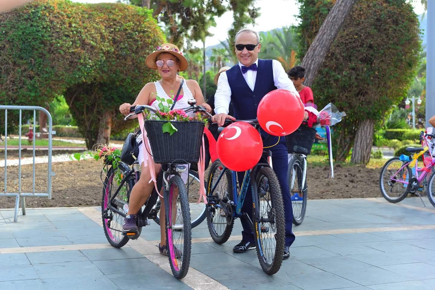 suslu kadinlar bisiklet turu erkekler