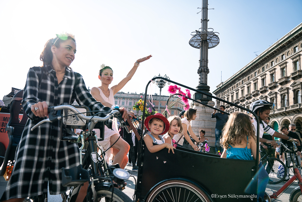 torino-fancy-women-bike-ride